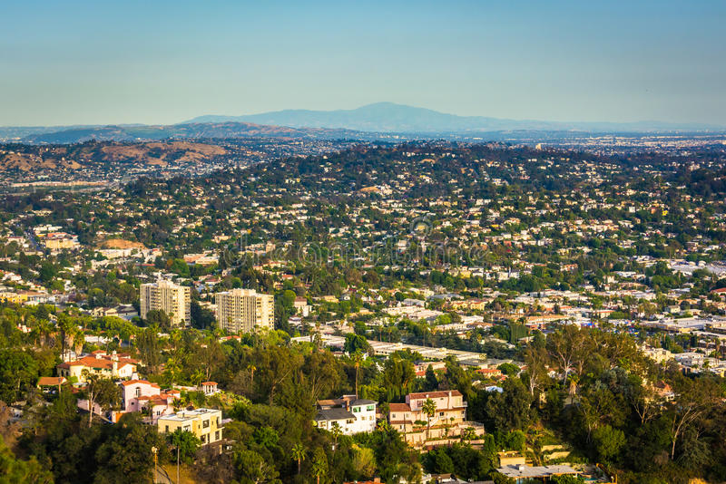 Sikt av nordostliga Los Angeles från Griffith Observatory, i Los royaltyfria bilder