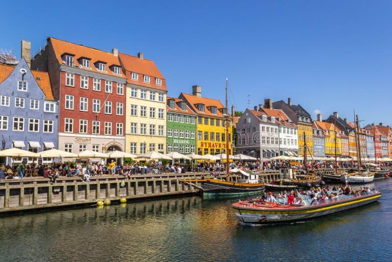 Sikt av Nyhavn strand i Köpenhamnen, Danmark royaltyfri fotografi