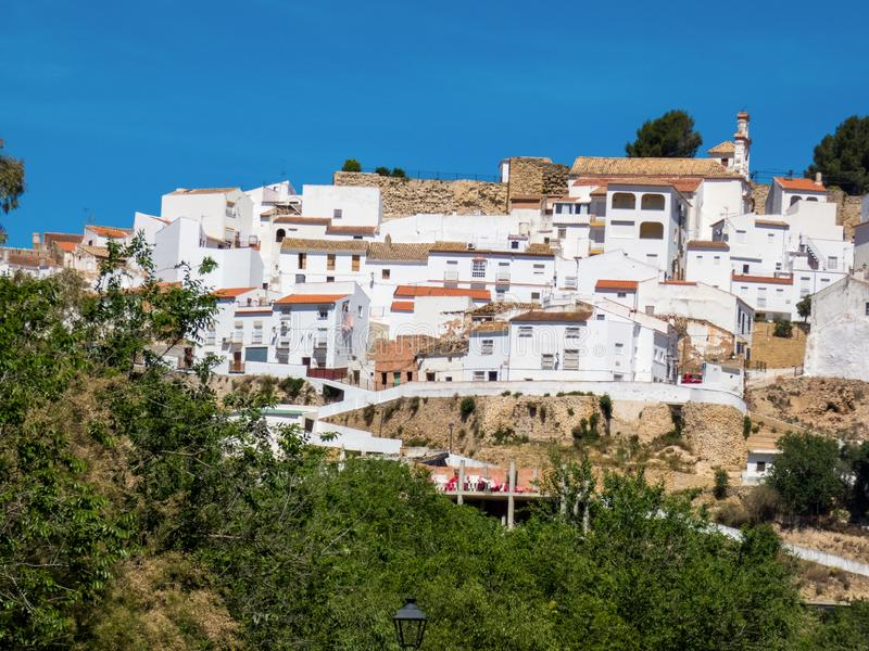 Sikt av Olvera by, en av de härliga vita byarna av Andalusia, Spanien royaltyfri foto