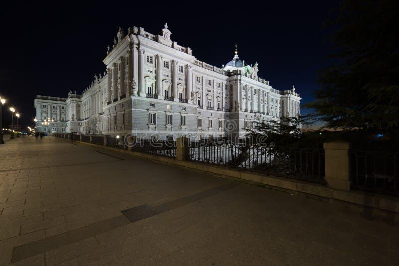 Sikt av Palacio som är verklig vid natt royaltyfria foton