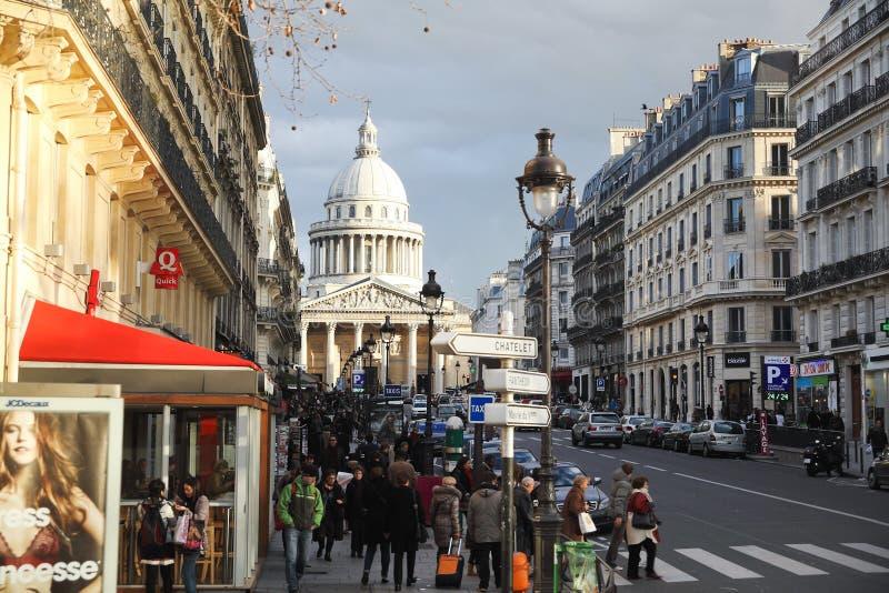 Sikt av panteon till och med Rue Soufflot, Paris fotografering för bildbyråer