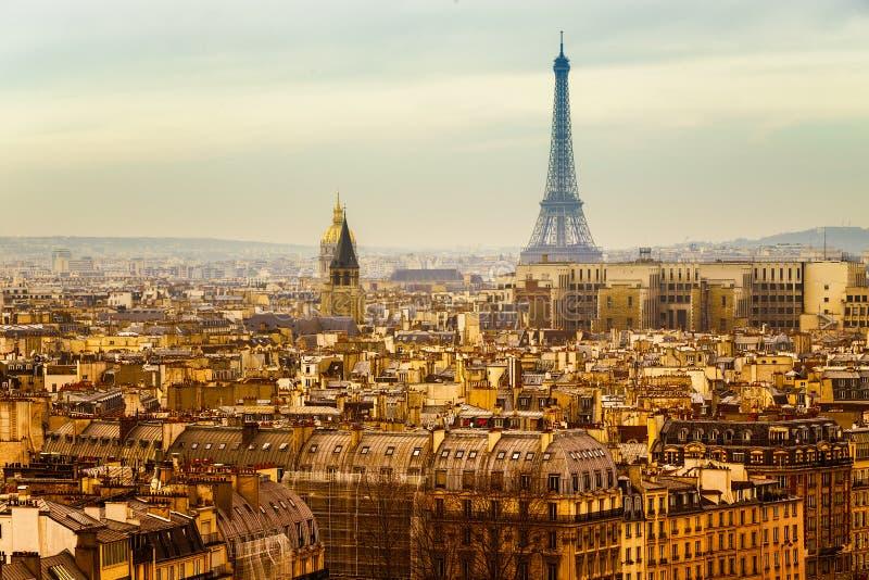 Sikt av Paris med det Eiffel tornet royaltyfria foton