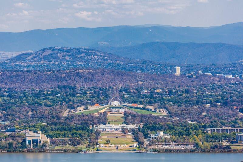 Sikt av parlamenthuset, Canberra, Australien fotografering för bildbyråer