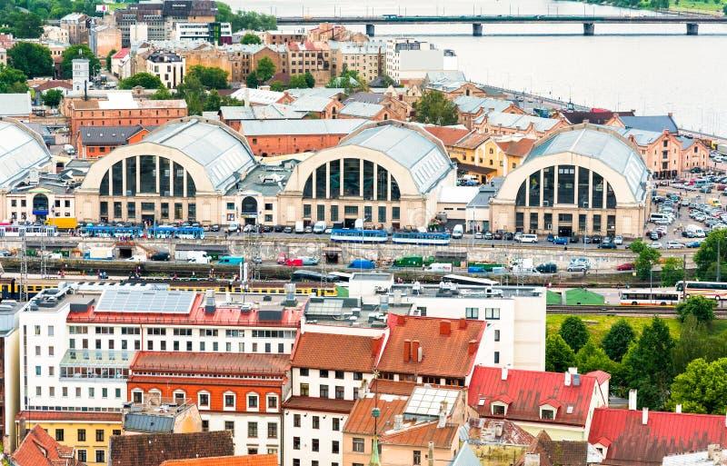Sikt av paviljonger av den centrala marknaden, Riga royaltyfria bilder
