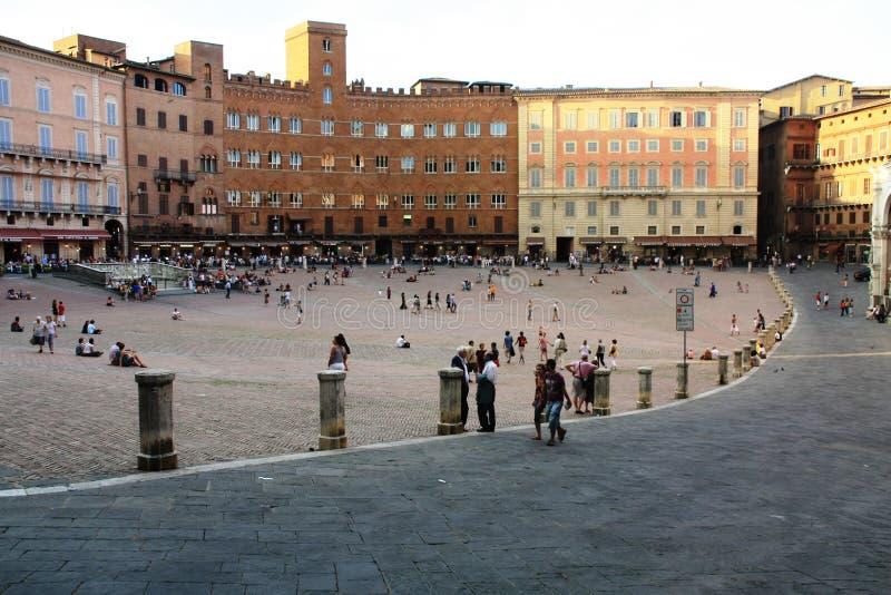 Sikt av Piazza del Campo royaltyfria foton