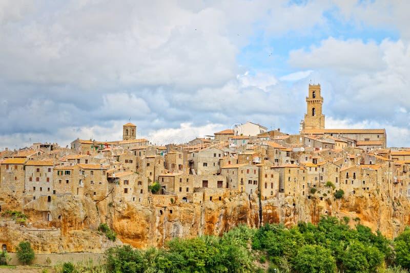 Sikt av Pitigliano, forntida by i Tuscany arkivbilder
