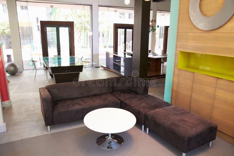 Sikt av placeringområde i tomt modernt kontor royaltyfri foto