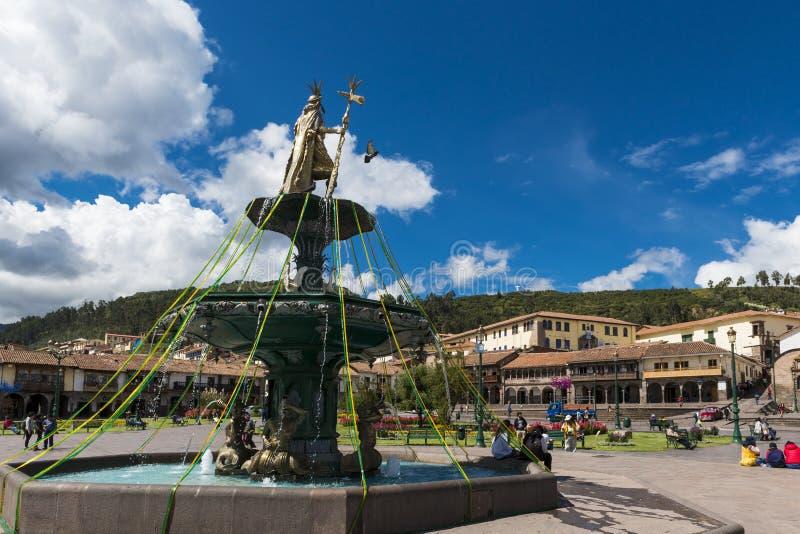 Sikt av plazaen de Armas i staden av Cuzco, i Peru royaltyfria bilder