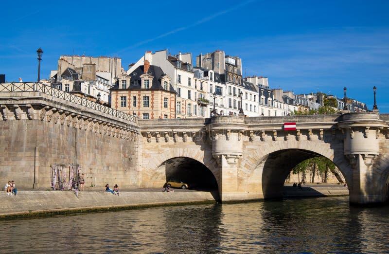 Sikt av Pont Neuf, Ile de la Citera, Paris, Frankrike arkivfoton