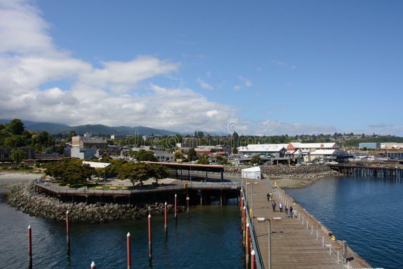 Sikt av port Angeles från pir, Washington royaltyfri bild