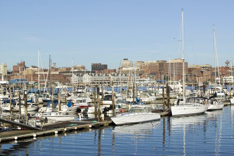 Sikt av Portland hamnfartyg med södra Portland horisont, Portland, Maine arkivfoton