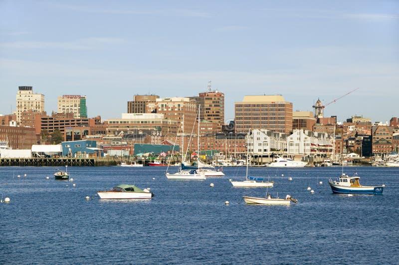 Sikt av Portland hamnfartyg med södra Portland horisont, Portland, Maine royaltyfria foton