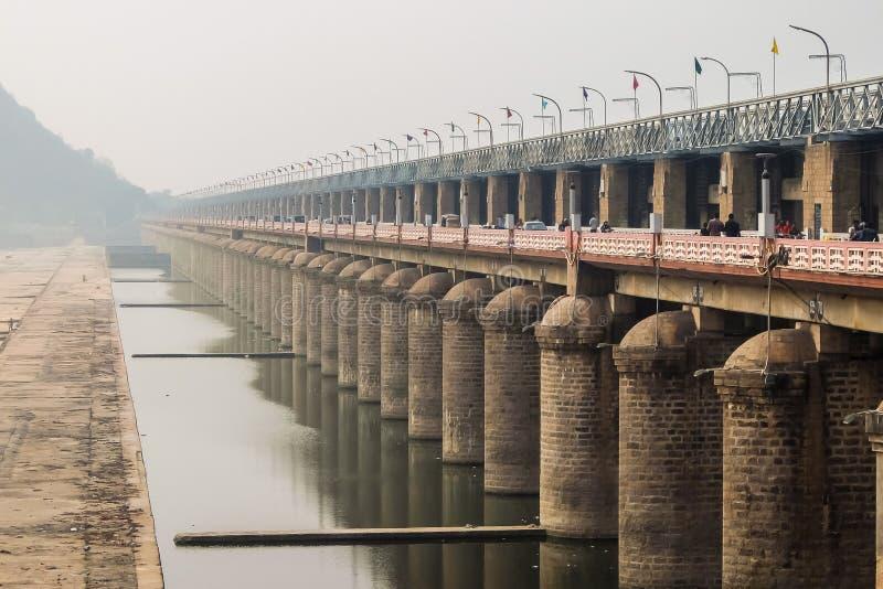 Sikt av Prakasam damm i Vijayawada, Indien arkivfoto