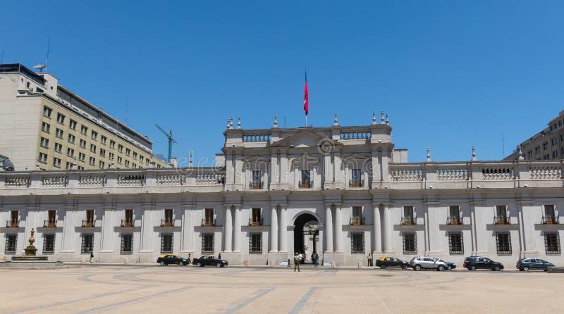 Sikt av presidentpalatset som ?r bekant som La Moneda, i Santiago, Chile arkivfoto