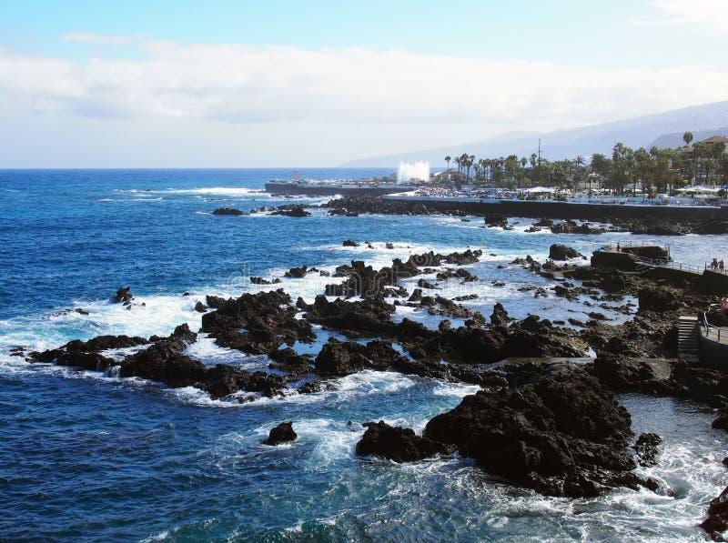 Sikt av puertocruz tenerife från havsvisningstaden arkivfoton