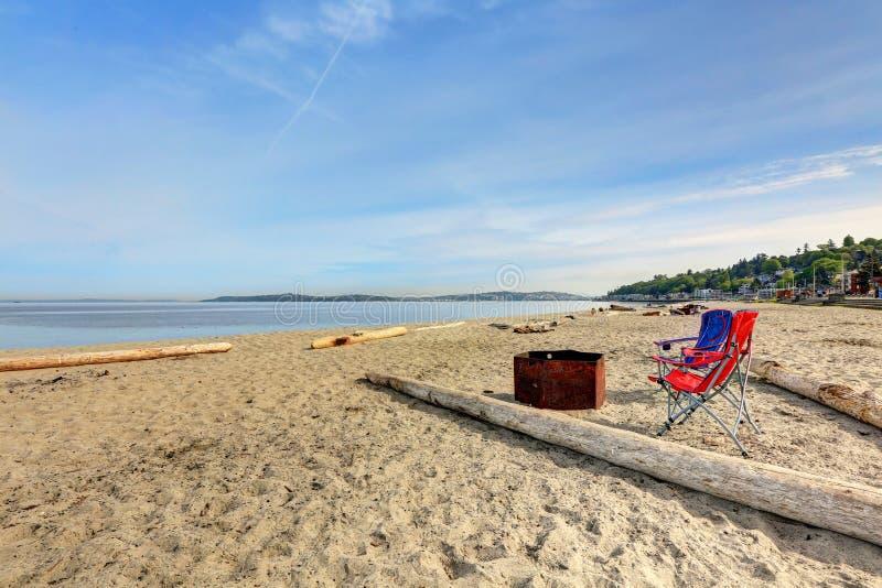 Sikt av Puget Sound från Alki Beach Park royaltyfri bild