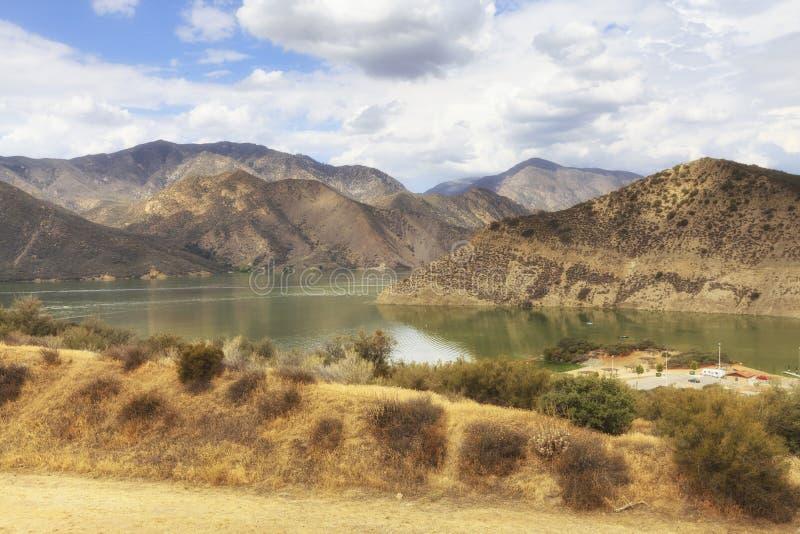 Sikt av pyramid sjö- och San Emigdio berg, Kalifornien, USA royaltyfria foton