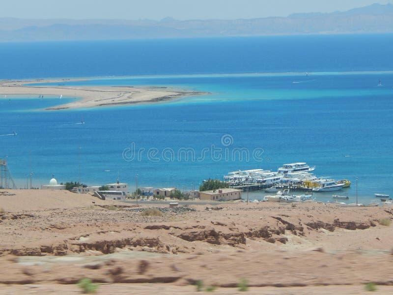 Sikt av Röda havet nära Dahab royaltyfria bilder