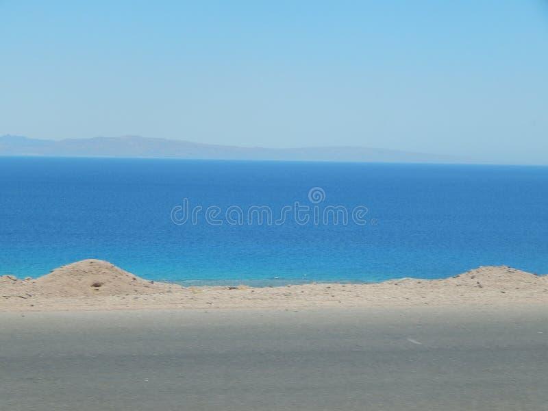 Sikt av Röda havet nära Dahab arkivfoton