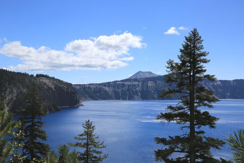 Sikt av ratersjön, Oregon royaltyfria foton