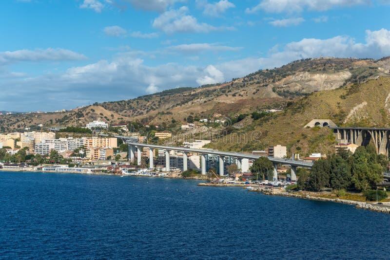 Sikt av Reggio Di Calabria - södra Italien arkivfoton
