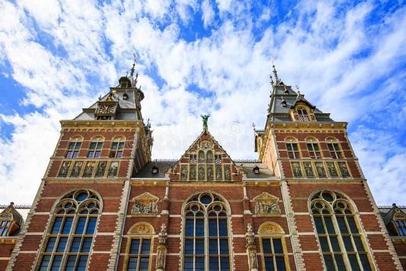 Sikt av Rijksmuseumen i Amsterdam, Nederländerna royaltyfria bilder