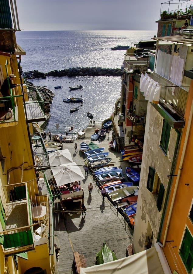 Sikt av Riomaggiore, Cinque Terre National Park, Liguria region av Italien arkivbilder