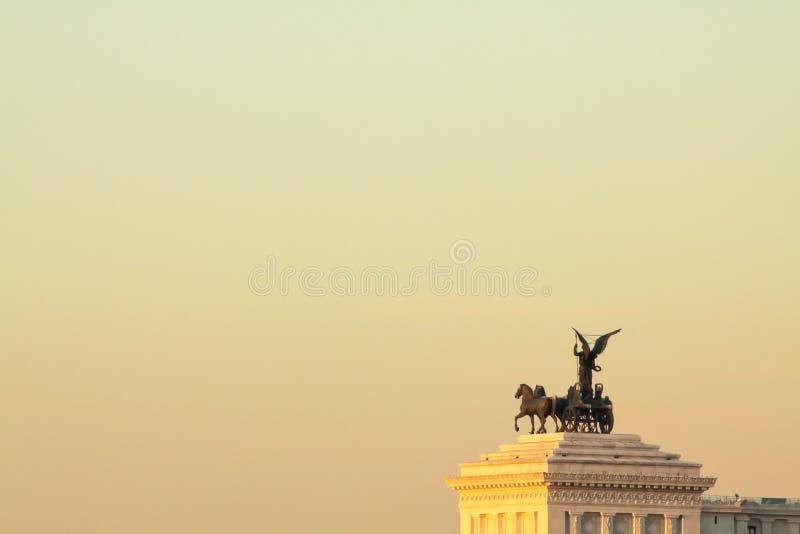 Sikt av Rome tak: detalj av Vittoriano som är välkänd som den Altare dellaen Patria royaltyfri bild