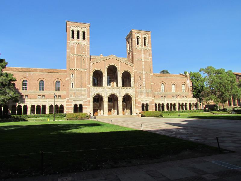 Sikt av Royce Hall på universitet av Kalifornien Los Angeles UCLA arkivbilder