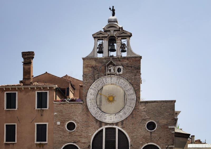 Sikt av San Giacomo di Rialto Church royaltyfri foto
