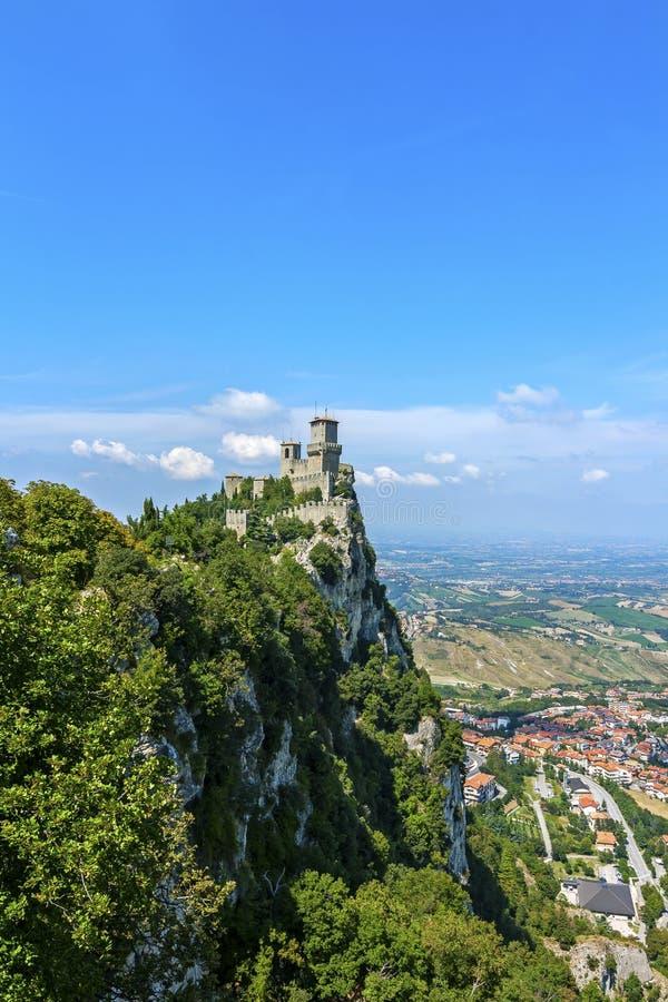 Sikt av San Marino - roccadellaguaita arkivbild