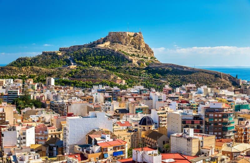 Sikt av Santa Barbara Castle på monteringen Benacantil ovanför Alicante, Spanien arkivbild