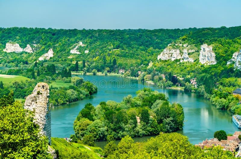 Sikt av Seinet River på Les Andelys i Normandie, Frankrike royaltyfri bild
