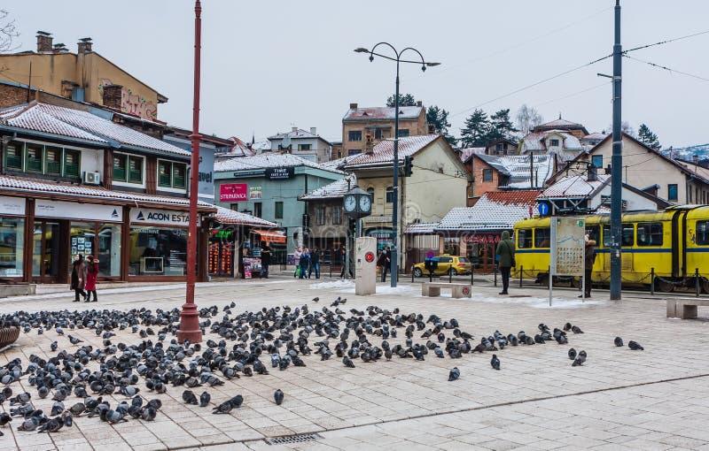 Sikt av Shops på den huvudsakliga fyrkanten av Bascarsija det historiska området i Sarajevo, Bosnien och Hercegovina arkivfoto