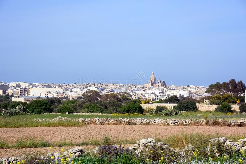 Sikt av Siggiewi och fält, Malta fotografering för bildbyråer