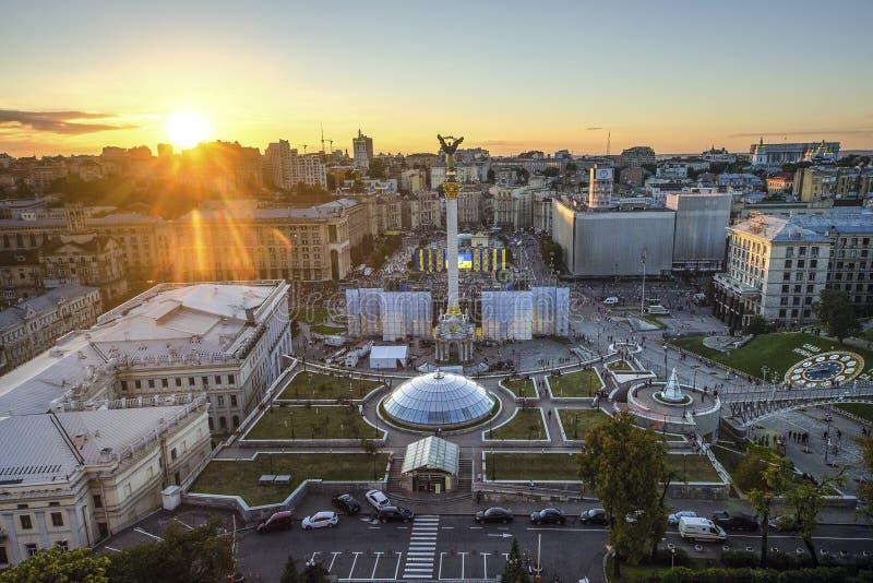 Sikt av självständighetfyrkanten Maidan Nezalezhnosti i Kiev, Ukraina fotografering för bildbyråer
