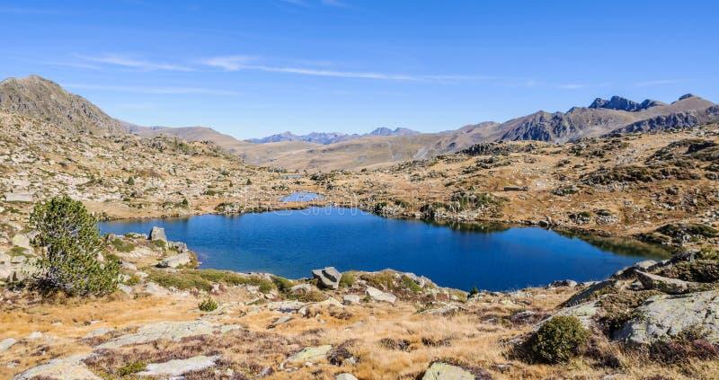 Sikt av sjöarna i sjön Pessons, Andorra royaltyfria foton