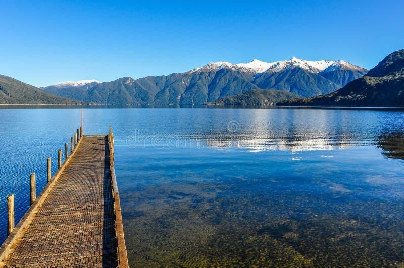 Sikt av sjön Hauroko i den södra ön, Nya Zeeland arkivfoto