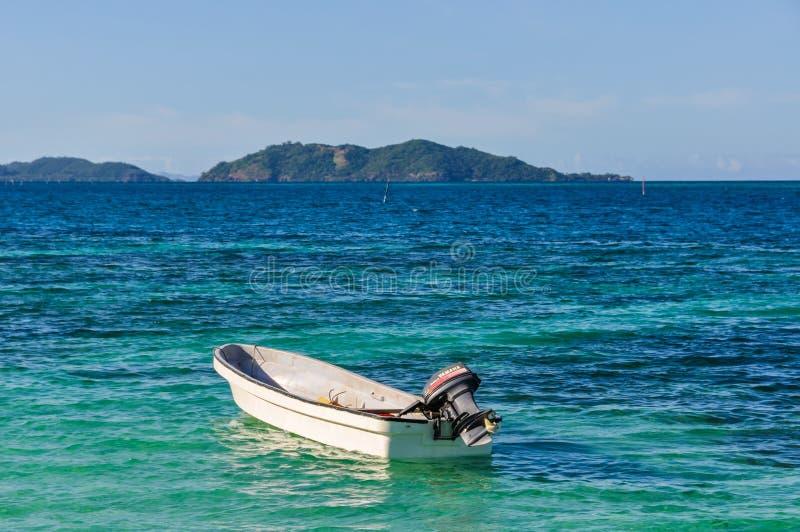 Sikt av skeppsbrutenön i Fiji arkivfoto