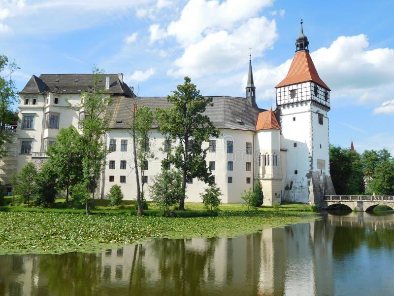 Sikt av slotten av Blatna, Tjeckien royaltyfri bild