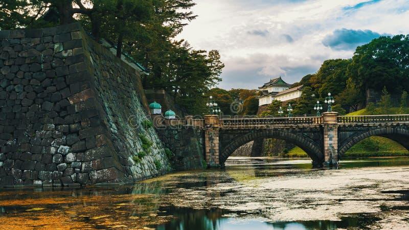 Sikt av slotten för kejsare` s i Tokyo, Japan arkivfoton
