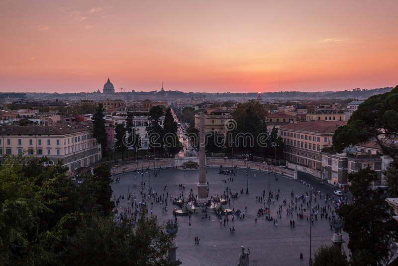 Sikt av solnedgången i Rome arkivfoto
