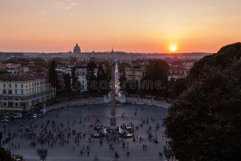 Sikt av solnedgången i Rome arkivbilder