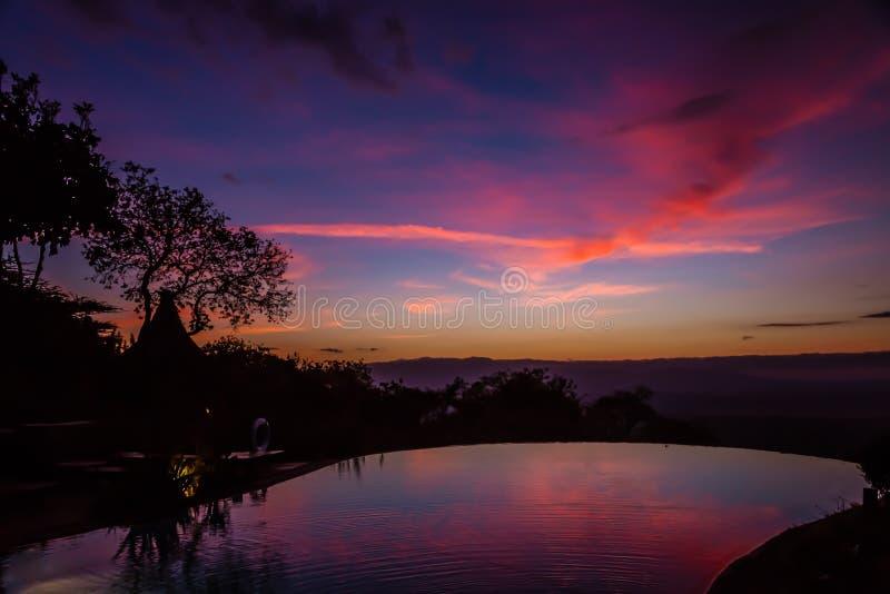 Sikt av soluppgång på sjön Manyara fotografering för bildbyråer