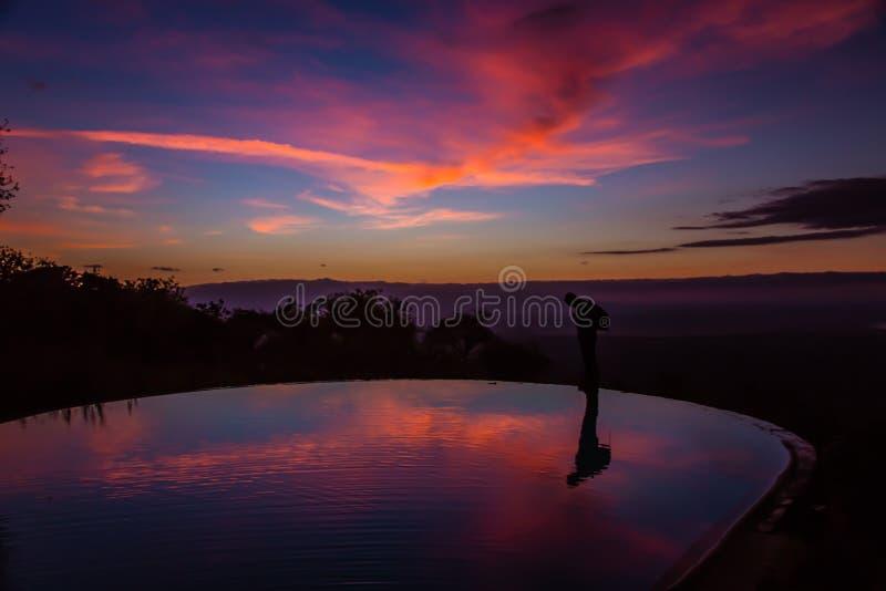 Sikt av soluppgång på sjön Manyara royaltyfri foto