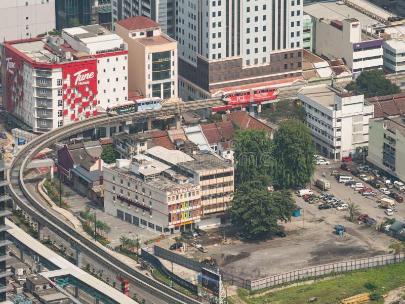 Sikt av spårlinjen för kurva LRT från ovannämnt i Kuala Lumpur, Malaysi royaltyfri bild