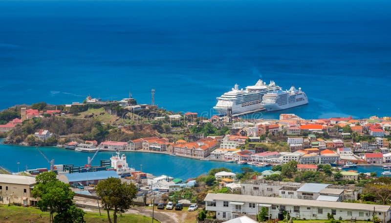 Sikt av St George City från den fortFrederick `en s, Grenada arkivfoton