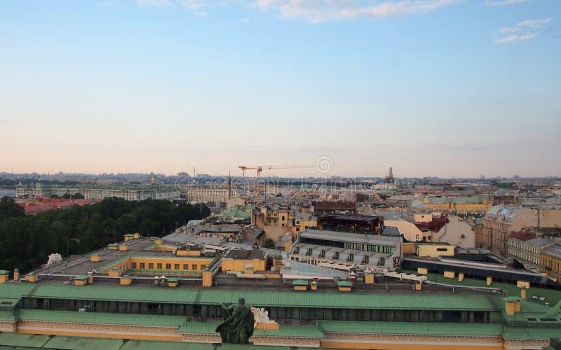 Sikt av St Petersburg från domkyrka för St Isaacs Ryssland arkivfoton