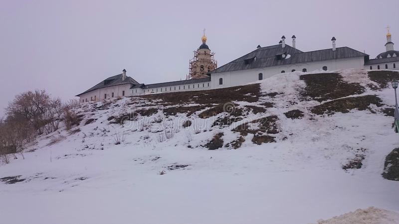 Sikt av stad-ön Sviyazhsk i vintern fotografering för bildbyråer
