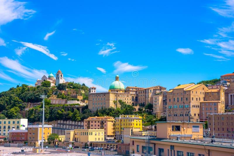 Sikt av staden av Ancona från porten royaltyfri fotografi